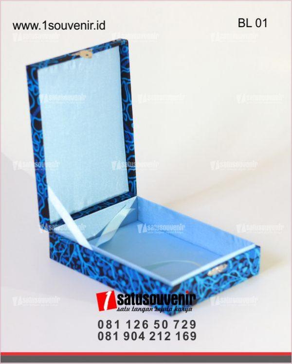 Box Beludru Batik