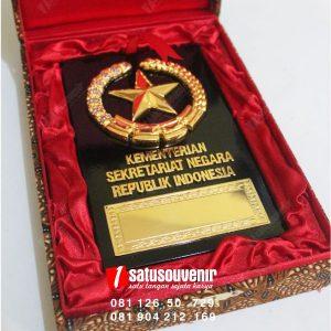 Plakat Kayu Kementerian Sekretariat Negara