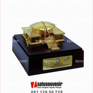 SM106 Souvenir Miniatur Gedung MPR RI