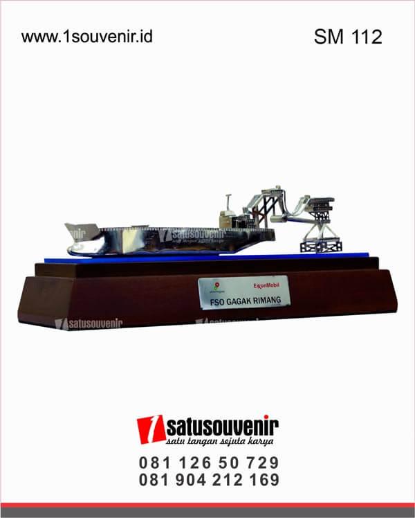 SM112 Souvenir Miniatur Kapal Tanker FSO Gagak Rimang SKK Migas