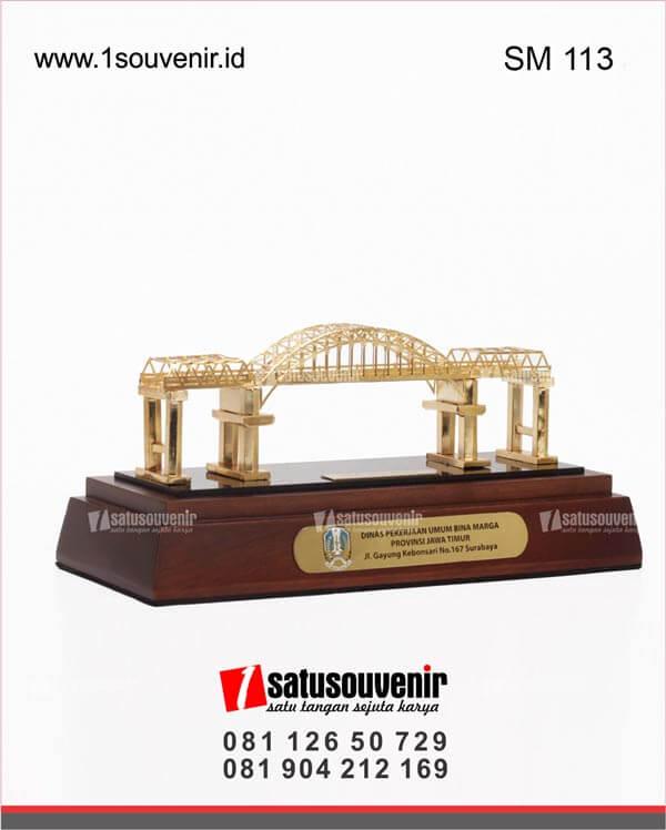 SM113 Souvenir Miniatur Jembatan Kali Mujur Provinsi Jawa Timur