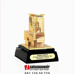 SM117 Souvenir Miniatur Gedung Menara Mandiri PT Bank Mandiri Region VIII Jawa 3