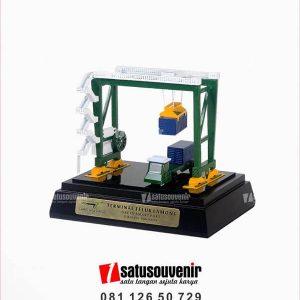 SM125 Souvenir Miniatur Crane Terminal Teluk Lamong Surabaya