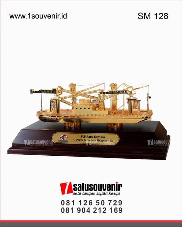 SM128 Souvenir Miniatur Kapal FLF PT Pelita Samudera Shipping Tbk