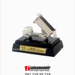 SM133 Souvenir Miniatur Truk PT Hino Motors Sales Indonesia