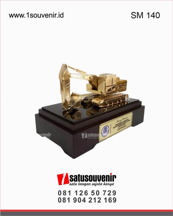 SM140 Souvenir Miniatur Excavator Badan Cabang Gapensi Jakarta Barat