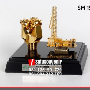 SM152 Souvenir Miniatur Pertambangan Drilling Oil