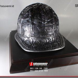 Souvenir Miniatur Helm Ukir PT Vale Indonesia
