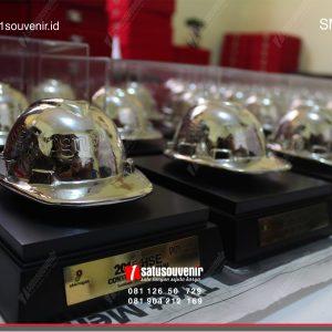 Souvenir Miniatur Helm Gift
