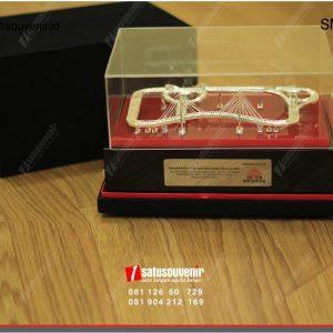 Souvenir Miniatur Proyek PT Semen Indonesia