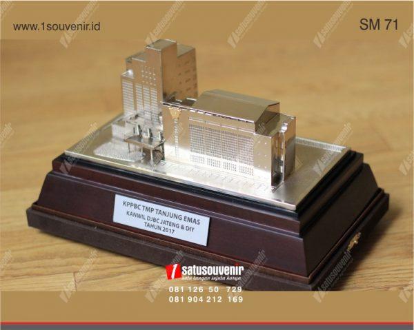 Souvenir Miniatur KPPBC TMP Tanjung Emas