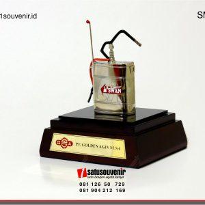 Souvenir Miniatur Pompa Alat Semprot PT Golden