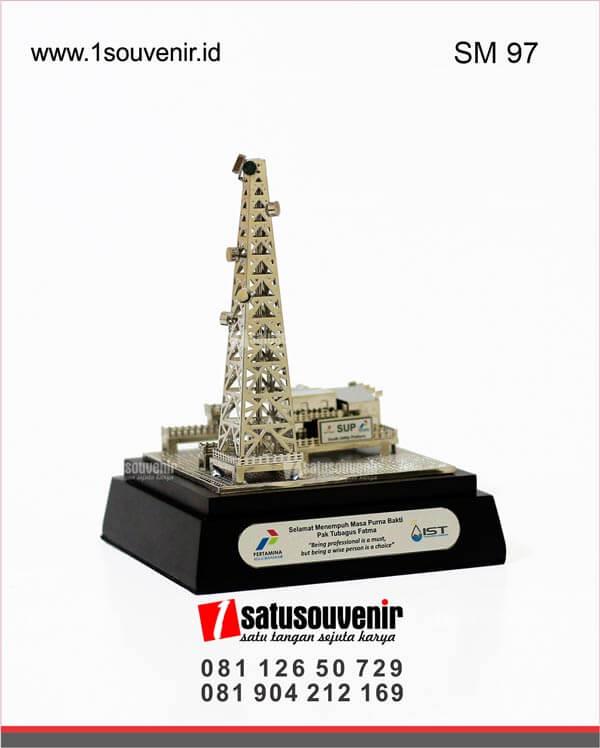 SM97 Souvenir Miniatur Rig Onshore PT Pertamina