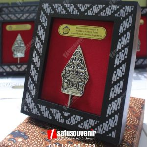 Souvenir Perusahaan Gunungan Wayang DJP
