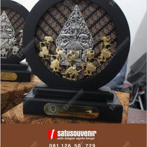 Souvenir Perusahaan Wayang Pandawa